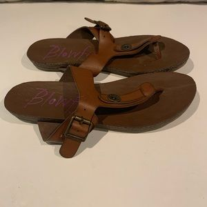 BLOWFISH LEATHER THONG SANDALS SIZE 7.5